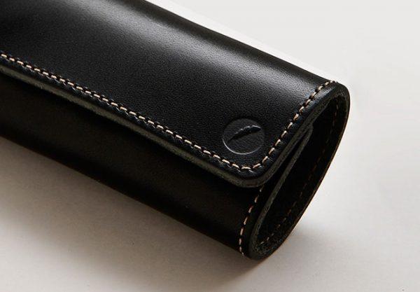 栃木レザーの天然皮革フルベジタブルタンニングレザー(ヌメ革)を使用